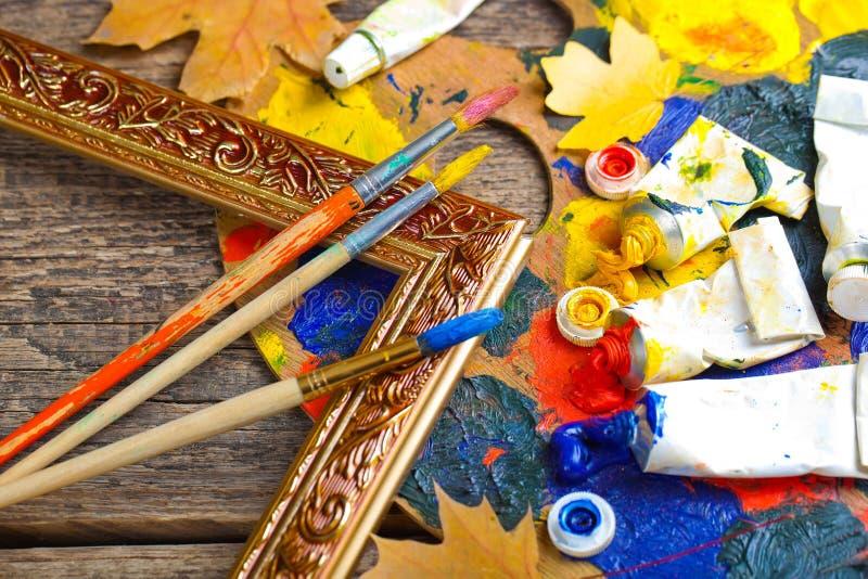 Download Χρώματα και βούρτσες στοκ εικόνες. εικόνα από σύνθεση - 62721628