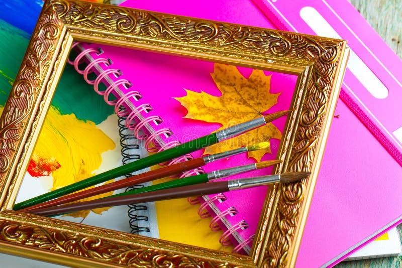 Download Χρώματα και βούρτσες στοκ εικόνες. εικόνα από καφές, χρώμα - 62722170
