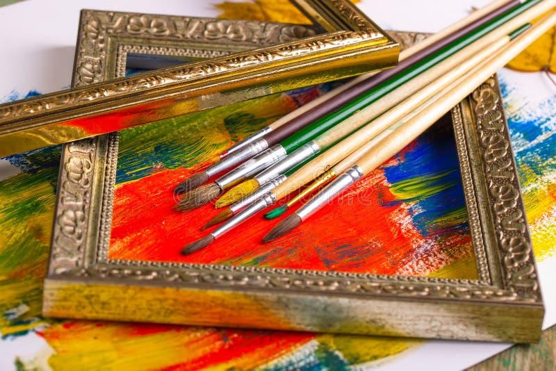 Download Χρώματα και βούρτσες στοκ εικόνες. εικόνα από καμβάς - 62723004
