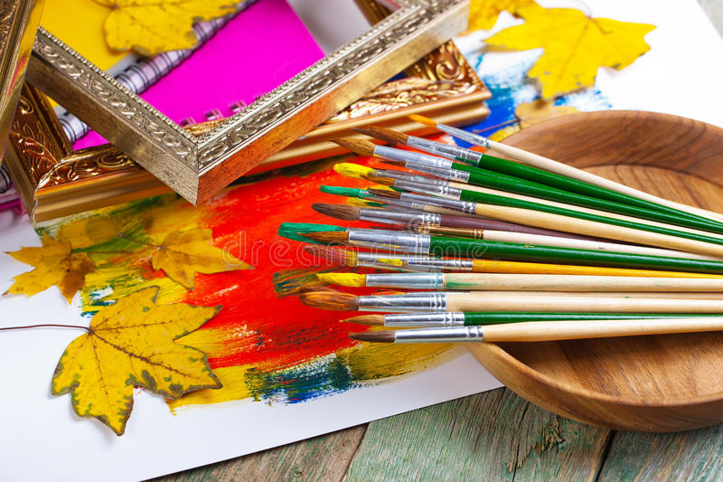 Download Χρώματα και βούρτσες στοκ εικόνες. εικόνα από και, φλυτζάνι - 62723154