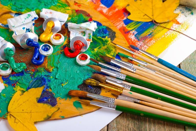 Download Χρώματα και βούρτσες στοκ εικόνα. εικόνα από δημιουργικότητα - 62723211
