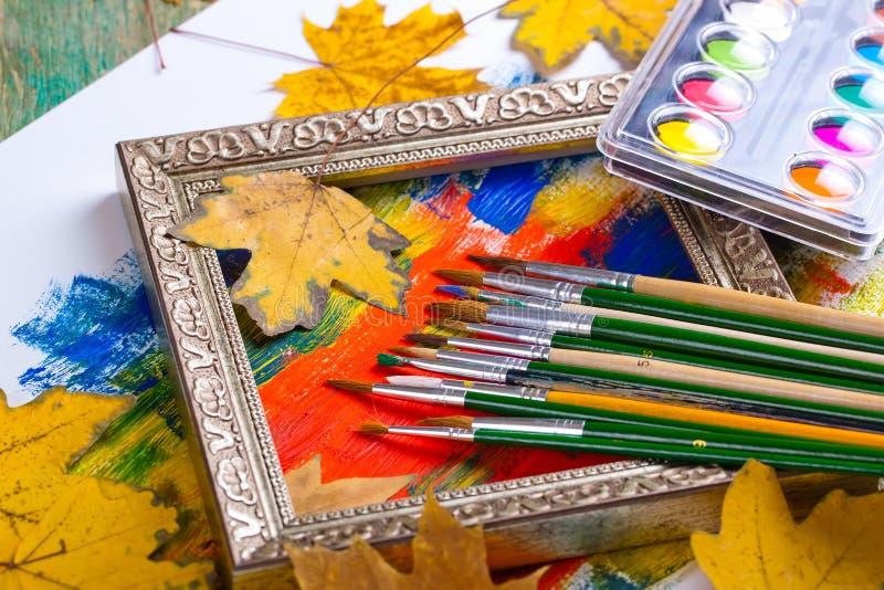 Download Χρώματα και βούρτσες στοκ εικόνα. εικόνα από καλλιτεχνών - 62723453