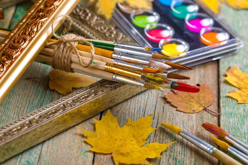 Download Χρώματα και βούρτσες στοκ εικόνες. εικόνα από καφές, βακκινίων - 62723500
