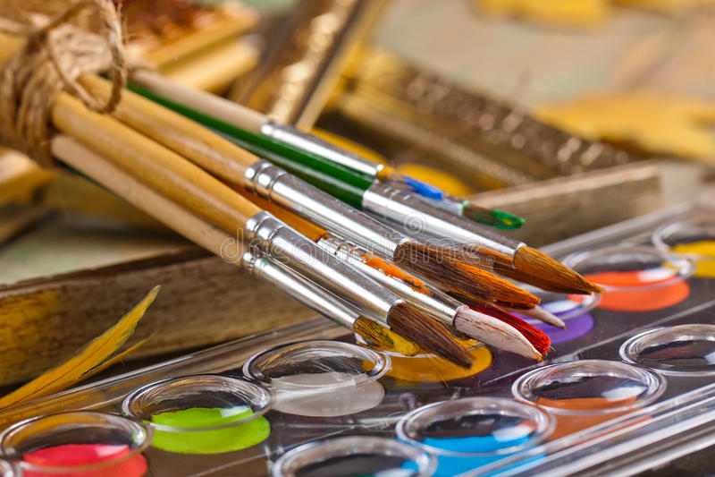 Download Χρώματα και βούρτσες στοκ εικόνες. εικόνα από εκπαίδευση - 62723608