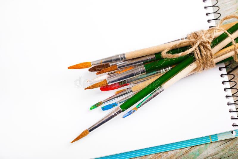 Download Χρώματα και βούρτσες στοκ εικόνα. εικόνα από και, brunelleschi - 62723775