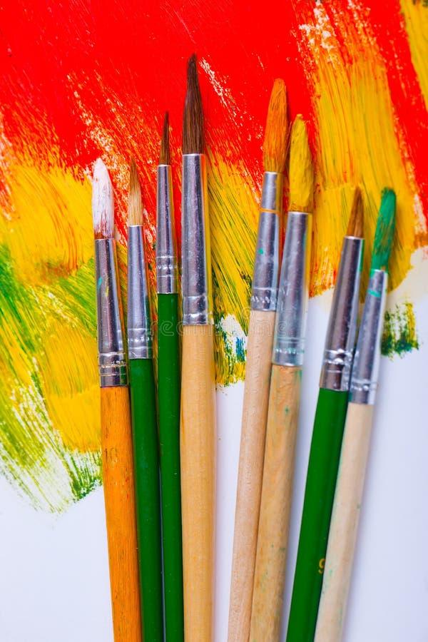 Download Χρώματα και βούρτσες στοκ εικόνες. εικόνα από δημιουργικότητα - 62724128