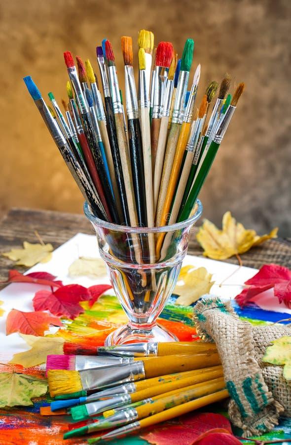 Download Χρώματα και βούρτσες στοκ εικόνα. εικόνα από φλυτζάνι - 62724815