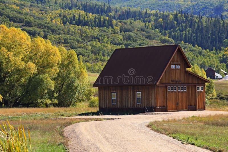 Χρώματα πτώσης στα βουνά στοκ φωτογραφία με δικαίωμα ελεύθερης χρήσης