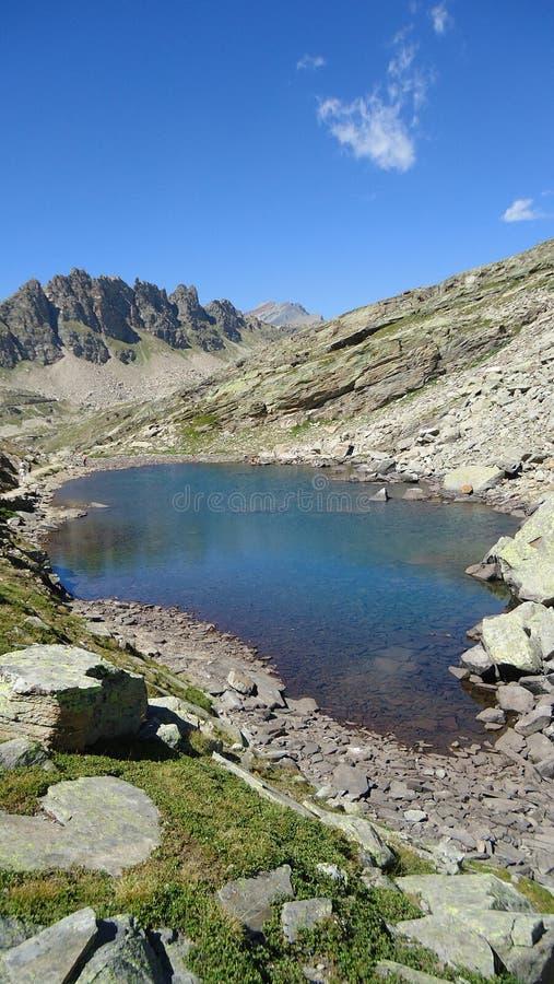 Χρώματα της όμορφης λίμνης στοκ φωτογραφίες με δικαίωμα ελεύθερης χρήσης