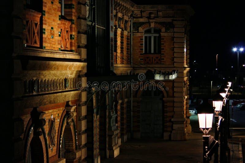 Χρώματα Ocre στο σταθμό τρένου στοκ φωτογραφίες με δικαίωμα ελεύθερης χρήσης