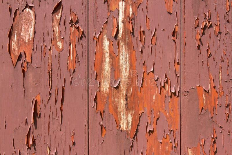 Χρώμα αποφλοίωσης στην κόκκινη σιταποθήκη στοκ φωτογραφία με δικαίωμα ελεύθερης χρήσης