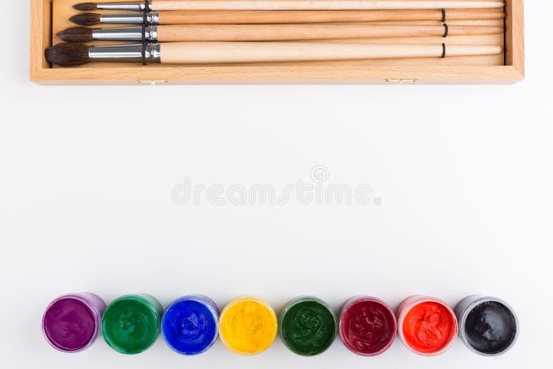 Χρώμα και βούρτσες γκουας στοκ φωτογραφίες με δικαίωμα ελεύθερης χρήσης