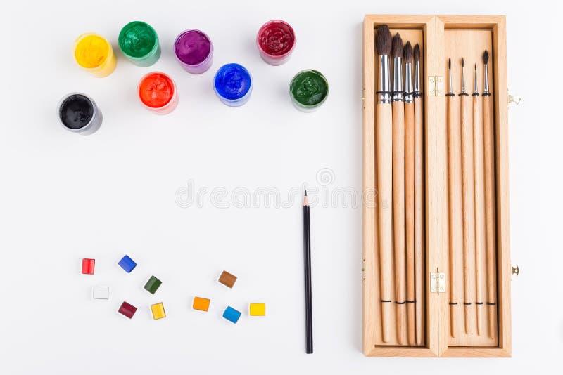 Χρώμα, μολύβι και βούρτσες στοκ εικόνες με δικαίωμα ελεύθερης χρήσης