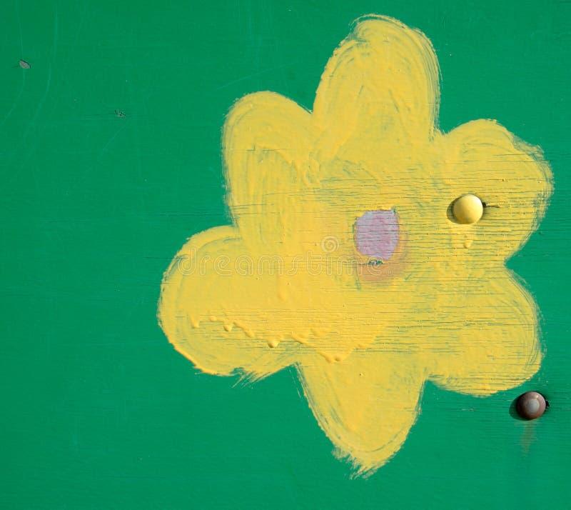 Χρώμα σχεδίων παιδιών σε έναν ξύλινο πίνακα στοκ φωτογραφία με δικαίωμα ελεύθερης χρήσης