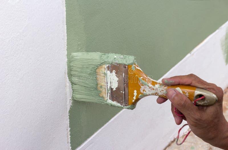 Χρώμα χρωμάτων bruch στον τοίχο στοκ φωτογραφίες με δικαίωμα ελεύθερης χρήσης
