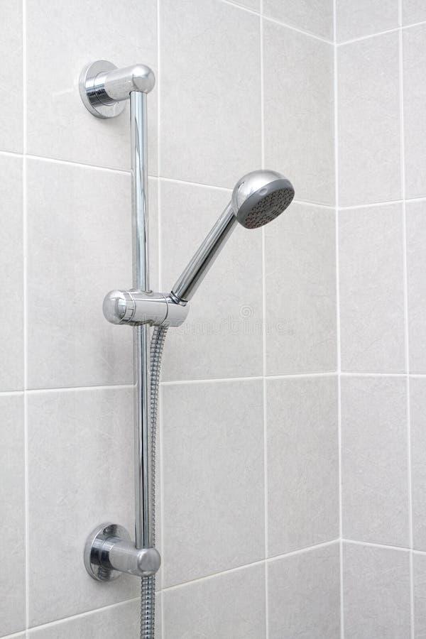 Χρώμιο showerhead και ράγα στοκ φωτογραφία με δικαίωμα ελεύθερης χρήσης
