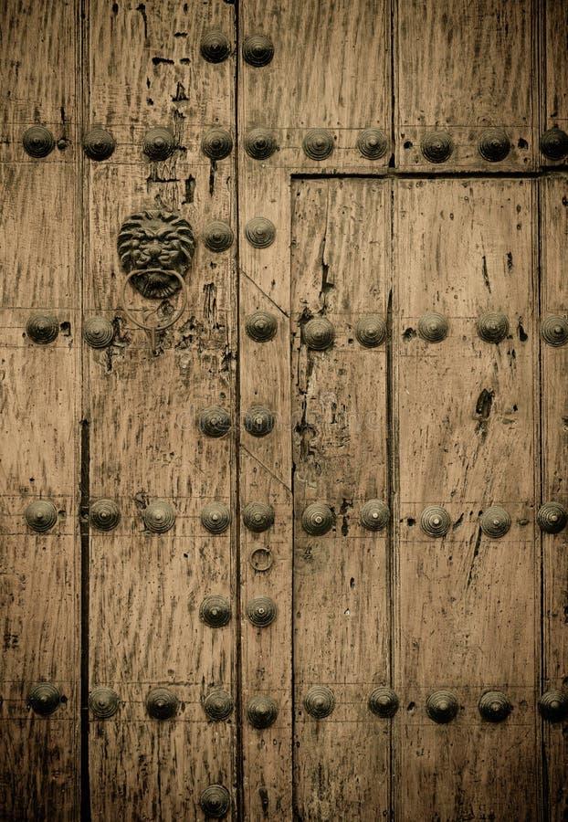 χτίζοντας αποικιακές πόρτ& στοκ φωτογραφίες