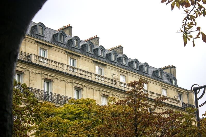 χτίζοντας Παριζιάνος χαρακτηριστικός στοκ φωτογραφία με δικαίωμα ελεύθερης χρήσης