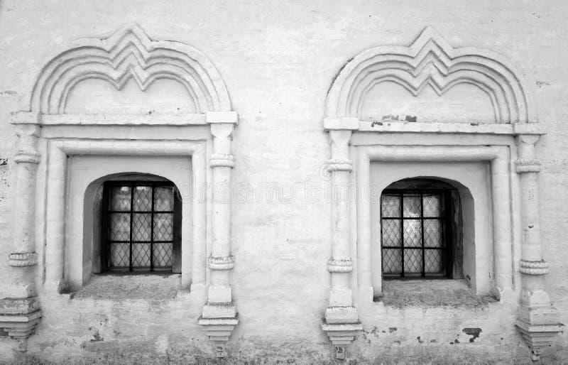 χτίζοντας παλαιά Windows στοκ εικόνες με δικαίωμα ελεύθερης χρήσης