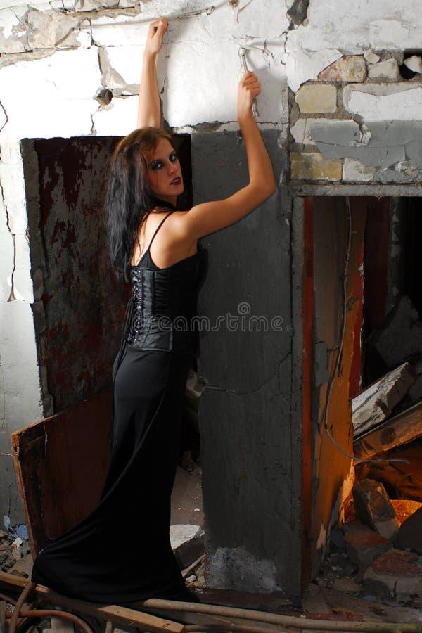 χτίζοντας goth ηλικιωμένη γυναίκα στοκ φωτογραφία με δικαίωμα ελεύθερης χρήσης