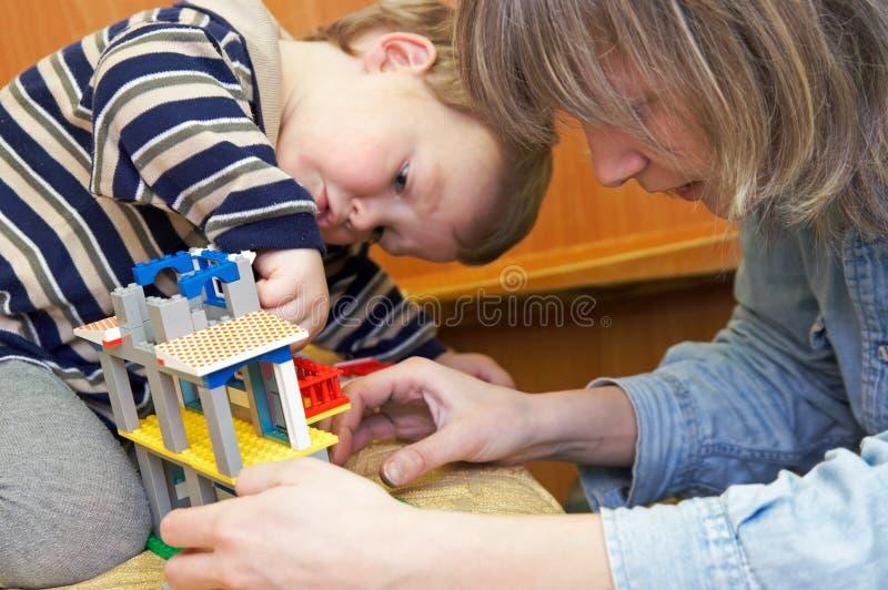χτίστε το σπίτι δημιουργών μικρό στοκ εικόνες με δικαίωμα ελεύθερης χρήσης