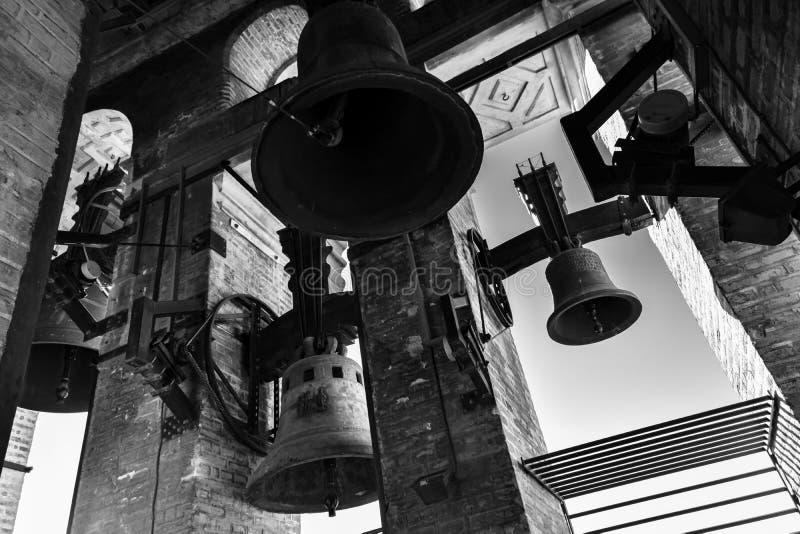 Χτυπώντας κουδούνια του πύργου κουδουνιών Giralda, Σεβίλη στοκ εικόνα