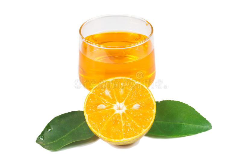 Download Χυμός από πορτοκάλι και φέτες Στοκ Εικόνα - εικόνα από εσπεριδοειδή, μισός: 62709261