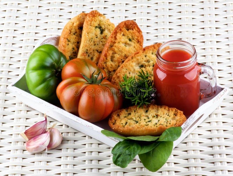 Χυμός και ψωμί ντοματών στοκ εικόνες με δικαίωμα ελεύθερης χρήσης