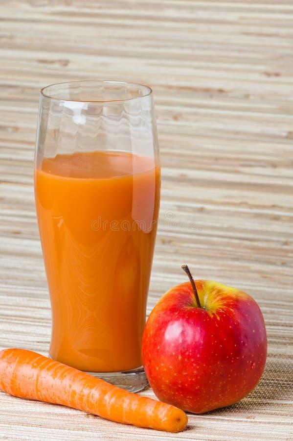 χυμός καρότων μήλων στοκ εικόνα