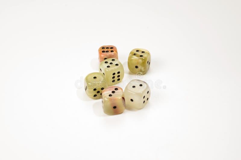 Χωρίζει σε τετράγωνα φιαγμένος από φυσική πέτρα σε ένα άσπρο υπόβαθρο r gaming στοκ φωτογραφία με δικαίωμα ελεύθερης χρήσης