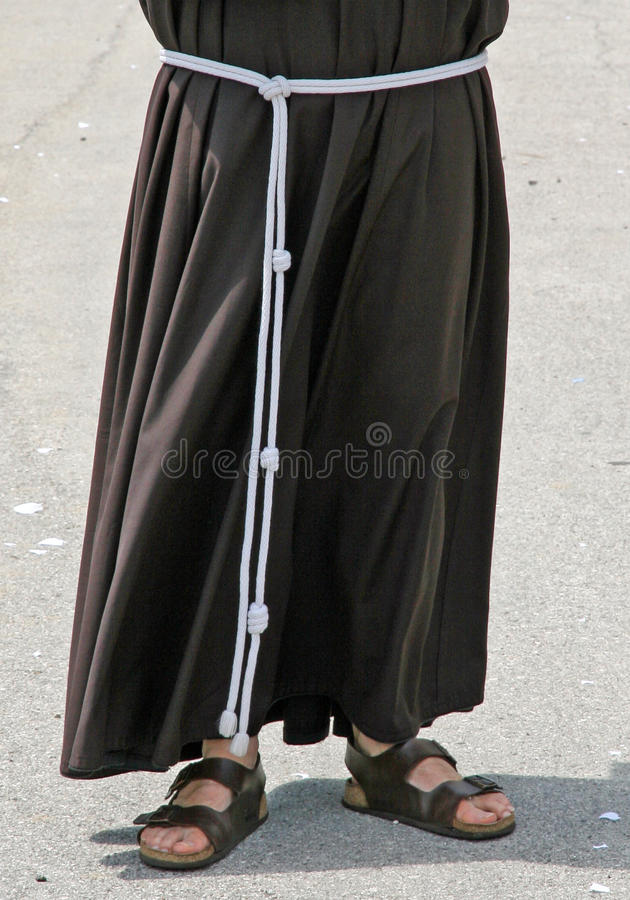 Χωρίς παπούτσια με τα σανδάλια και τη συνήθεια Friar στοκ εικόνες