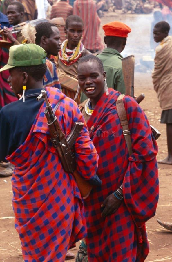 Χωρικοί Karamojong με τα πυροβόλα όπλα, Ουγκάντα στοκ φωτογραφία με δικαίωμα ελεύθερης χρήσης