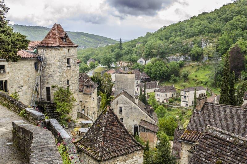 Χωριό Αγίου cirq lapopie και περιβάλλον τοπίο στοκ εικόνες