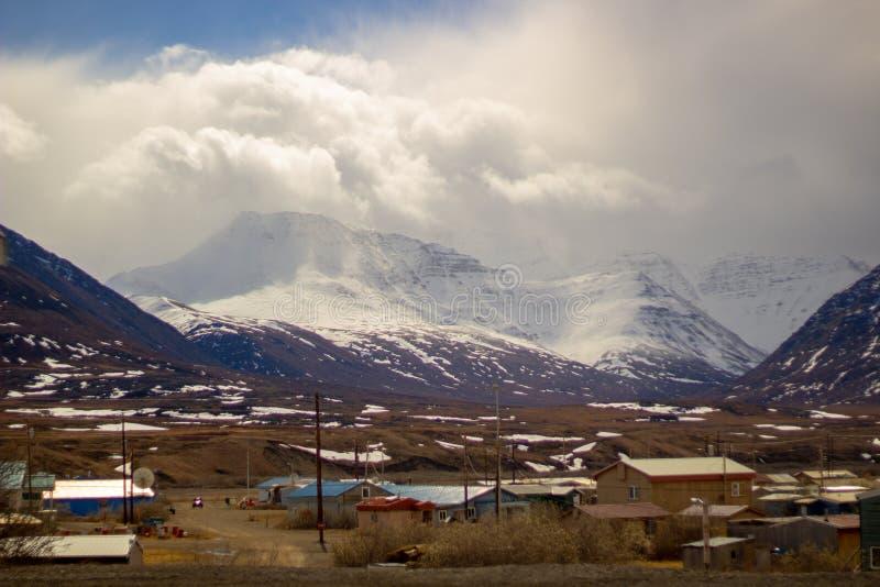 Χωριό Εσκιμώων στο πέρασμα Αλάσκα Anaktuvuk στοκ εικόνα με δικαίωμα ελεύθερης χρήσης