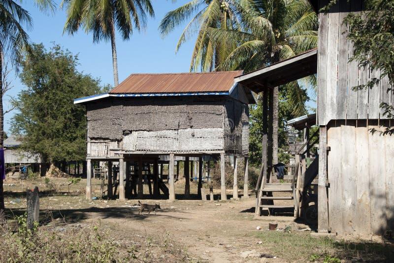 Χωριό Κα Chuan, παραδοσιακά σπίτια της φυλής Tompoun στοκ εικόνα