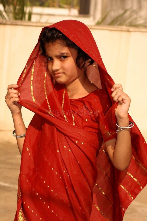 χωριό κοριτσιών κοκκινίσμ&a στοκ εικόνες