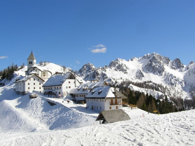 χωριό πανοράματος βουνών στοκ εικόνες με δικαίωμα ελεύθερης χρήσης