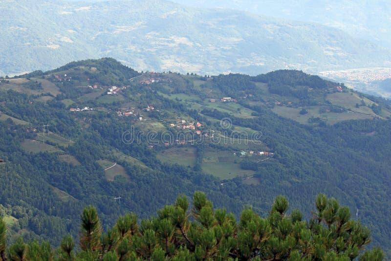 Χωριό στο βουνό στοκ φωτογραφίες με δικαίωμα ελεύθερης χρήσης