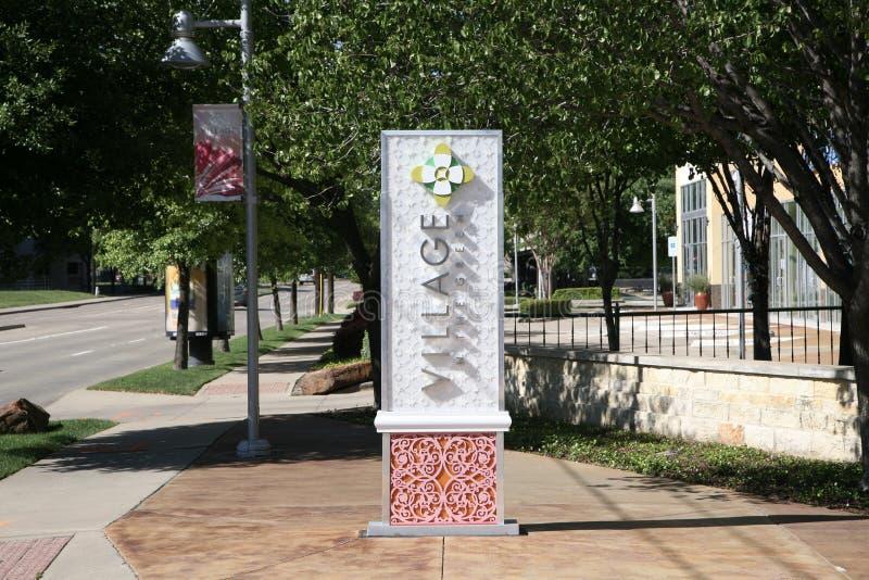 Χωριό στο σημάδι χώρων στάθμευσης, Ντάλλας Τέξας στοκ φωτογραφίες με δικαίωμα ελεύθερης χρήσης
