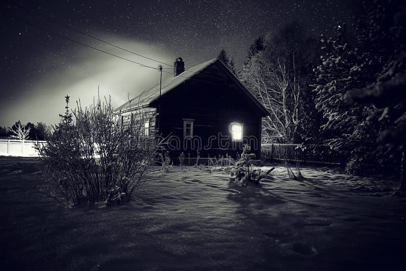 Χωριό τοπίων χειμερινής νύχτας στοκ φωτογραφία με δικαίωμα ελεύθερης χρήσης