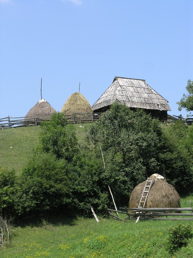 Download χωριό στοκ εικόνα. εικόνα από συγκομιδές, haystack, τοπίο - 1543547
