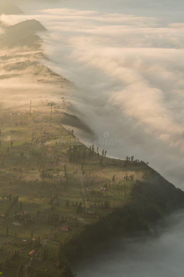 Χωριό Cemoro lawang στο υποστήριγμα Bromo στοκ εικόνες