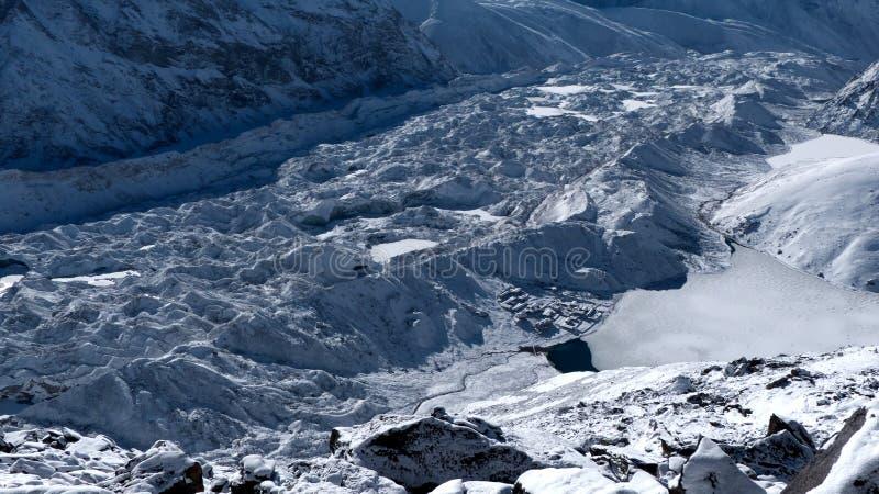 Χωριό Gokyo, λίμνη και παγετώνας Ngozumpa στοκ φωτογραφίες