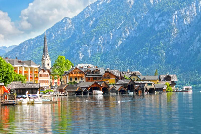 Χωριό Hallstatt στις Άλπεις της Αυστρίας στοκ εικόνες