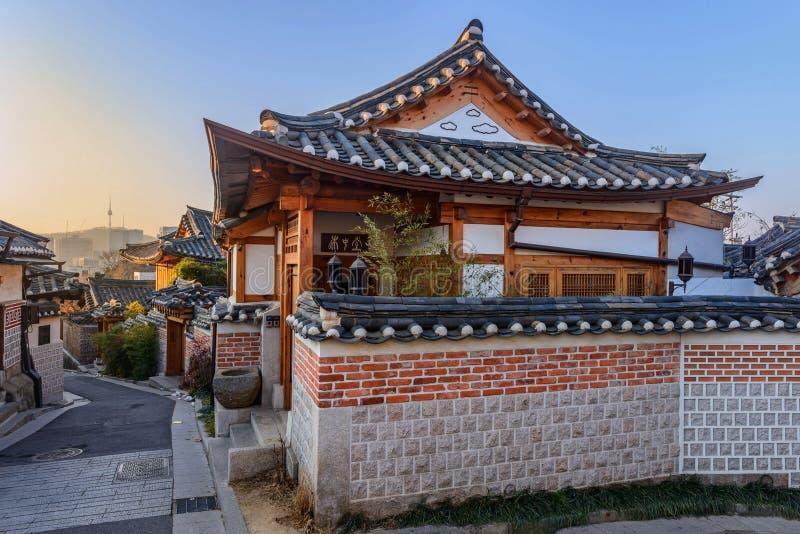 Χωριό Hanok Bukchon, παραδοσιακή κορεατική αρχιτεκτονική ύφους στο S στοκ φωτογραφία