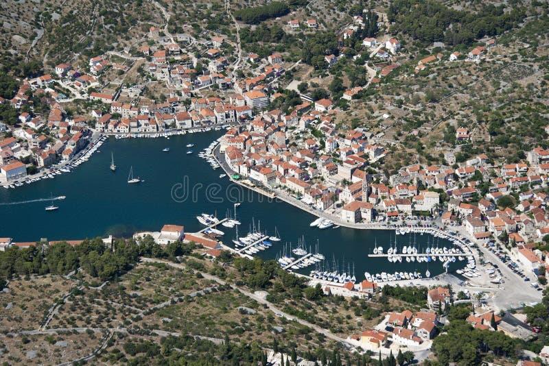 Χωριό Milna στο νησί Brac στην Κροατία στοκ εικόνα με δικαίωμα ελεύθερης χρήσης
