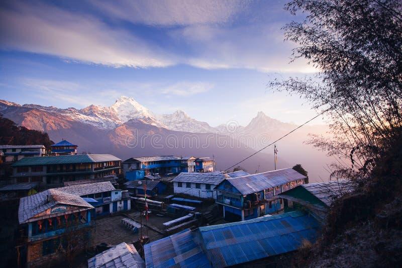 Χωριό Tadapani Βουνά περιοχής Annapurna στα Ιμαλάια του Ν στοκ εικόνα