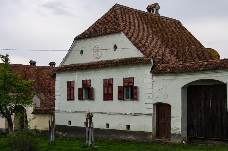 Χωριό Viscri στην Τρανσυλβανία, Ρουμανία παλαιά αγροτική σαξονική κληρονομιά αρχιτεκτονικής, οδοί του μεσαιωνικού χωριού στον του στοκ φωτογραφίες