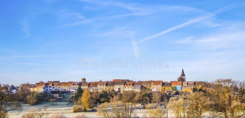 Χωριό Walsdorf, μέρος Idstein με το διάσημο παλαιό μέτωπο σιταποθηκών στοκ εικόνες