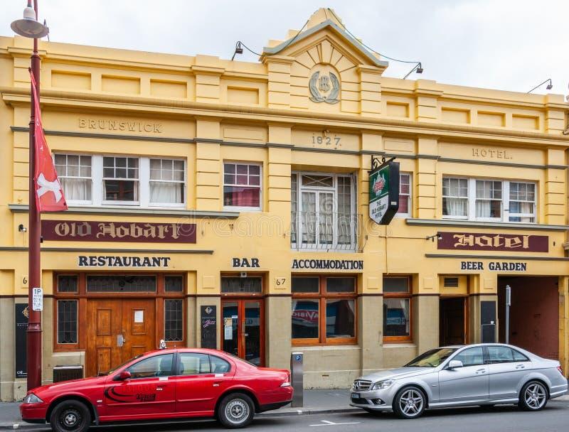 Χόμπαρτ, Τασμανία, Αυστραλία - 14 Δεκεμβρίου 2009: Το κίτρινο ιστορικό ξενοδοχείο του Brunswick που στηρίζεται στην οδό του Λίβερ στοκ εικόνες